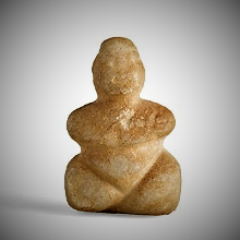 Diosa madre con piernas crusadas. Neolitico Tardio.