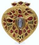 Pendiente de oro de la realeza del periodo Mugal con rubies y diamante