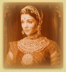 Joven India con joyeria de Solah Shringar.