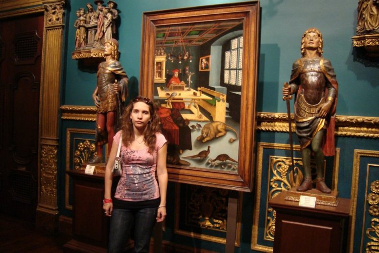 Joven visitante a las salas de Arte del Museo Ringling en Sarasota.Fl